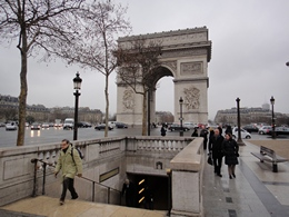 Arc de Triomphe de l'Étoile in Paris France