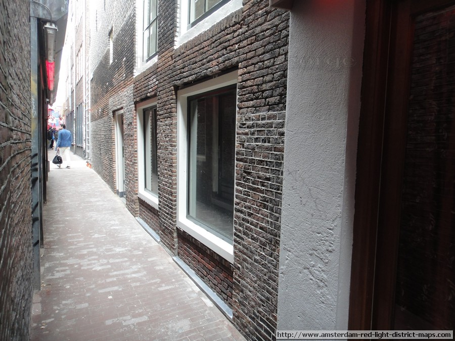 Trompettersteeg, Amsterdam red light district (De Wallen / Walletjes / De Rosse Buurt). Copyright: George 2011