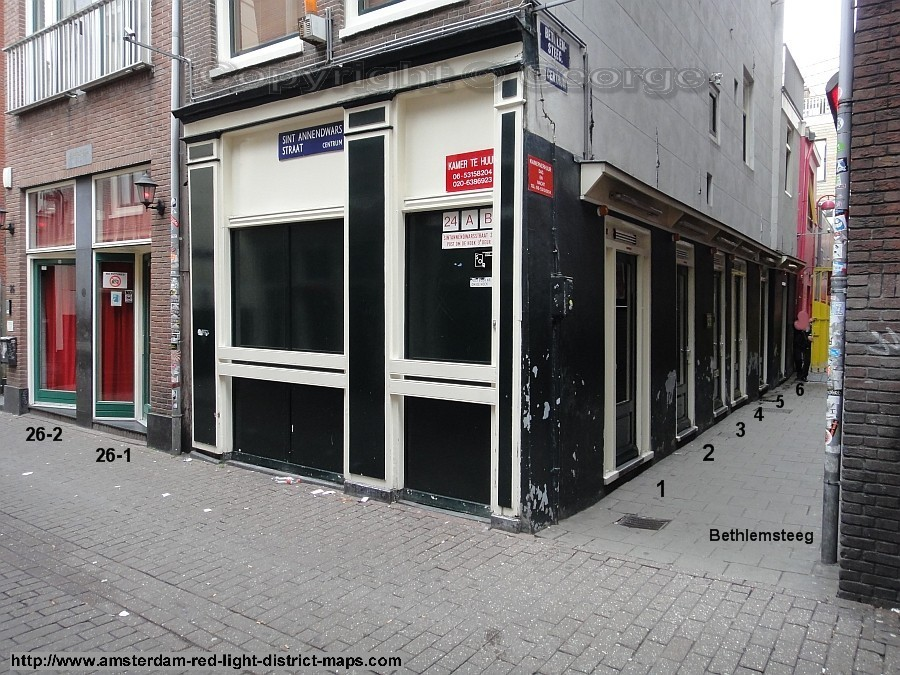 Sint Annendwarsstraat and Bethlemsteeg, Amsterdam red light district (De Wallen / Walletjes / De Rosse Buurt). Copyright: George 2011