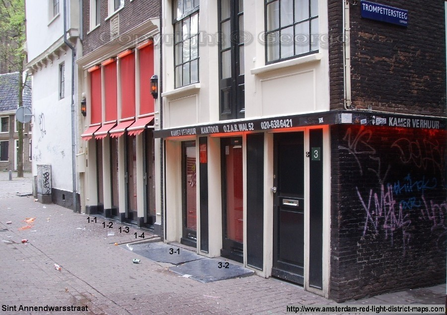 Sint Annendwarsstraat and Trompettersteeg to right, Amsterdam red light district (De Wallen / Walletjes / De Rosse Buurt). Copyright: George 2011