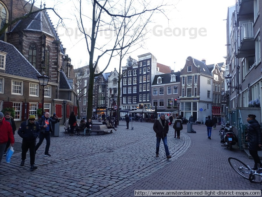 Oudekerksplein looking towards Sint annendwarsstraat and Juice Bar, Amsterdam red light district (De Wallen / Walletjes / De Rosse Buurt). Copyright: George 2017